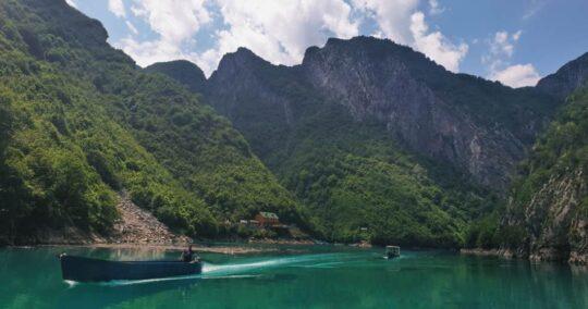 Peaks Of The Balkans - Trek Balkan - Komani Lake