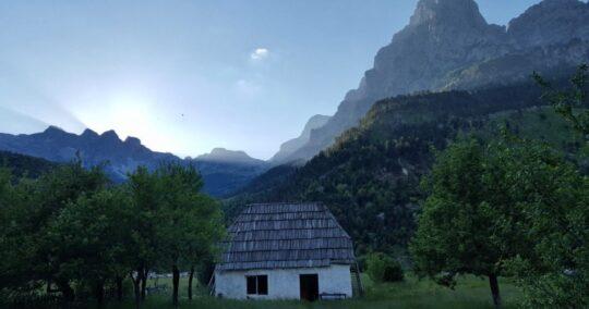 Peaks Of The Balkans - Trek Balkan - hut
